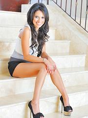 Jazmine skirt on the stairs