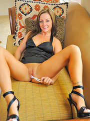 Melissa stuffs panties and pearls into her pussy