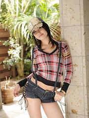 Maria Ozawa in casual clothes before fucking.
