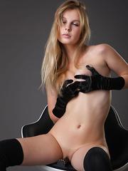 Belinda - Dark & Soft