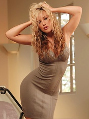 Kayden Kross - with a rockin bod and wavy blonde hair