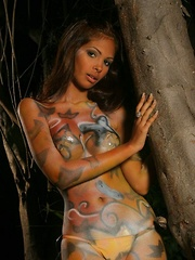 Karla shines in her gold bodypaint