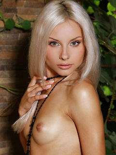 babes model Adelia A